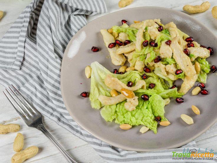 Bocconcini di pollo al burro di arachidi con melagrana e verza  #ricette #food #recipes