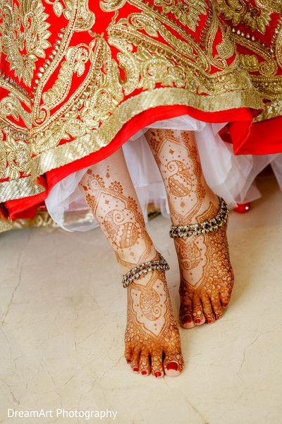 Perfect capture of indian bride leg mehndi. http://www.maharaniweddings.com/gallery/photo/83636