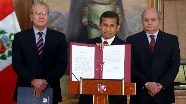 19.08.14: Perú presentó nuevo mapa que cambia frontera terrestre con Chile | Cooperativa.cl