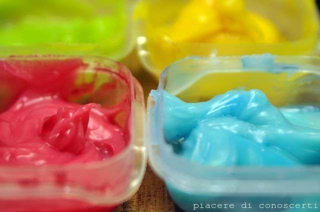 Ricetta per creare i colori a dita fatti in casa in pochi minuti.