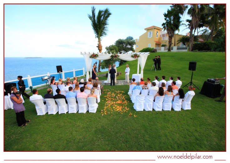 Wedding at Casitas Garden captured by photographer Noel Del Pilar.  El Conquistador Resort - Las Casitas Village Puerto Rico