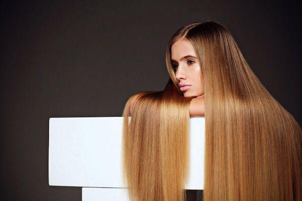 La caduta dei capelli, accompagnata da ricrescita lenta, è uno dei problemi che più affligge noi donne. Scopri 5 rimedi naturali per far crescere i capelli più velocemente, per una chioma folta e sana.