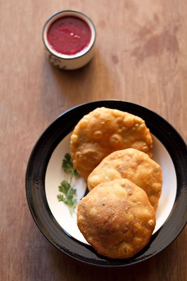 matar kachori recipe or khasta matar kachori recipe | peas kachori But instead of frying as in the recipe, bake them at 190 for 25 minutes and then at broil for 5-10 minutes (for browning). Pre-heat the oven for 10 minutes.