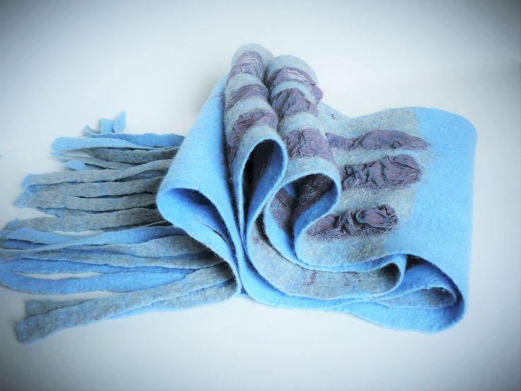 Nuno vilten sjaal met wol zijde lange blauwe grijs crimson sjaal, dames cadeau, gekookte merino wollen sjaal, unieke wol accessoire door Totoram op Etsy https://www.etsy.com/nl/listing/287616177/nuno-vilten-sjaal-met-wol-zijde-lange