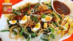 Surinaams eten – 5-Sterren Gado Gado (groentesalade met bami, kip, gebakken banaan en hardgekookte eieren)