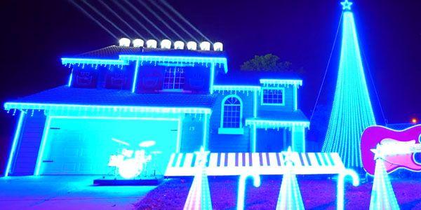 Este natal o dono desta casa, decidiu colocar 70.000 lâmpadas para colorir a sua casa num autêntico ilustre ao natal. Criando um momento fantástico ao sincronizar as luzes com uma das musicas mais emblemáticas de …