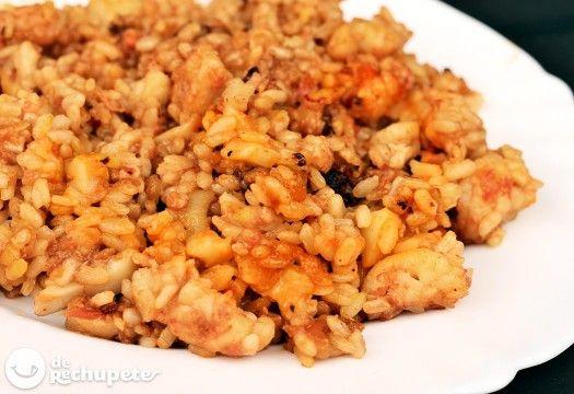 Cómo preparar un delicioso arroz a banda o arròs a banda. Una receta tradicional valenciana que es para mí el mejor arroz de pescado y marisco de España.