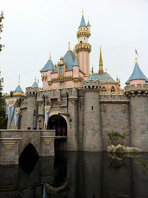 Preparing for a Disneyland trip. How to get cheap hotel prices and other helpful tips.