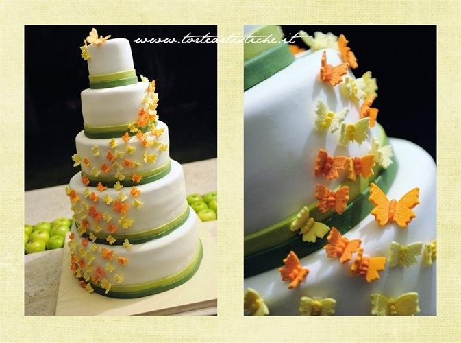 Torta nuziale con cascata di farfalle