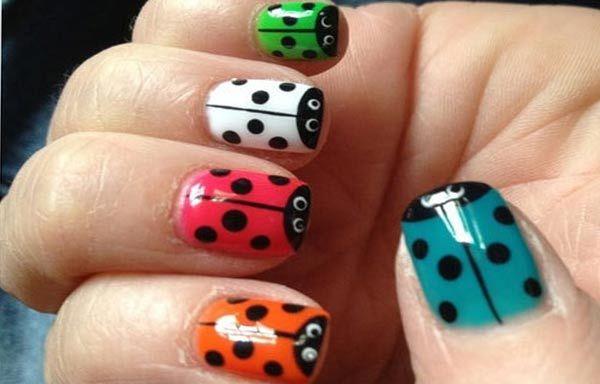 Diseños de uñas con animales e insectos, diseño uñas con insecto mariquita.   #diseñouñas #nailart #uñasfinas