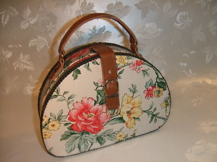 Romantic wooden handbag