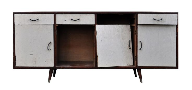 Kristine Franklin's pre-loved sideboard is a sight for sure eyes. The Re-Love version is truly the opposite!