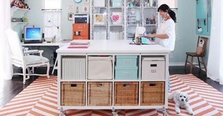 Elle Prend Des Etageres Ikea Et Les Transforme En Espace Creatif Espace Creatif Piece A Couture Ikea Atelier Couture Amenagement