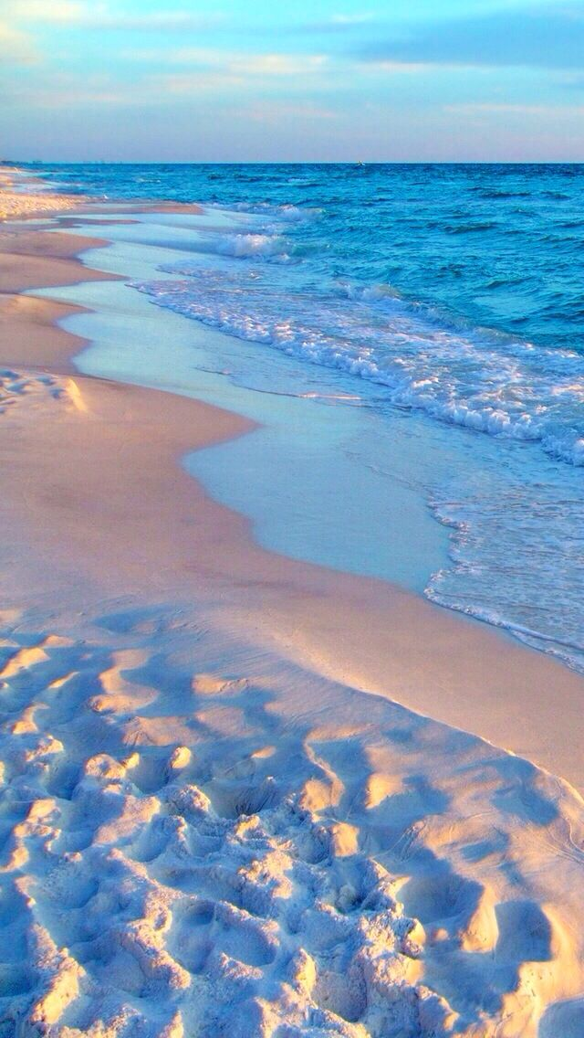 One of my most favorite beach iPhone 5s wallpapers.  ❤️--D. T.