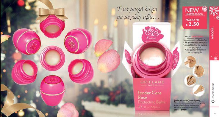 Tender Care Rose Protecting Balm Ενυδατικό προϊόν Tender Care με Τριαντάφυλλο Το κλασικό Tender Care,τώρα σε νέα έκδοση εμπλουτισμένο με έλαιο τριαντάφυλλου, που απαλύνει και προστατεύει από τη ξηρότητα τα χείλη,τους αγκώνες,τα πετσάκια και τις φτέρνες Με γοητευτικό και ευχάριστο άρωμα ριαντάφυλλου.15ml.Κωδικός:30861