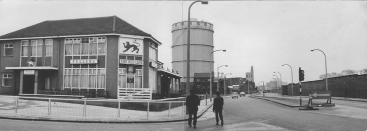 B/W photo showing a modern (for 1970) pub at an open road junction The famous Red Lion Brentford.. (Note how empty the roads are!!)