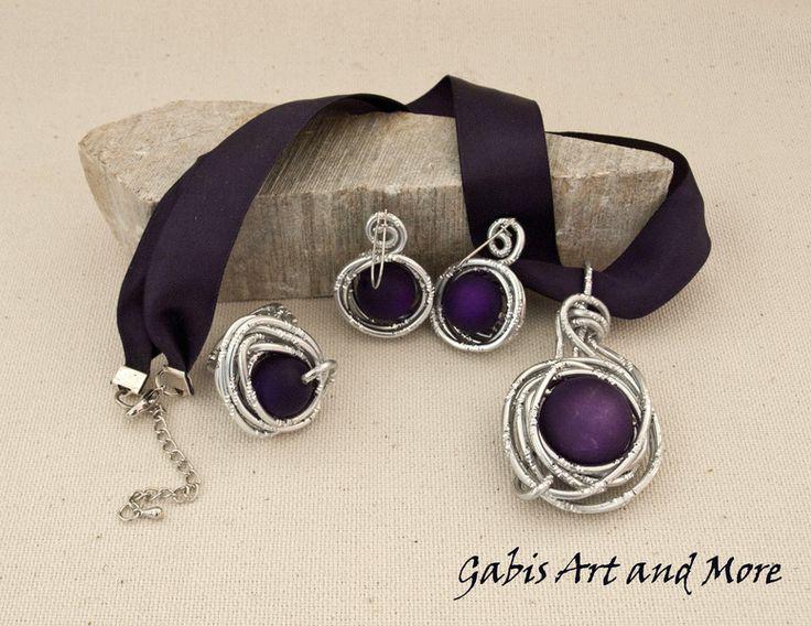 Perlen Schmucksets - Schmuckset - Mächtig Lila mit Alu-Draht - ein Designerstück von Gabis-ArtandMore bei DaWanda