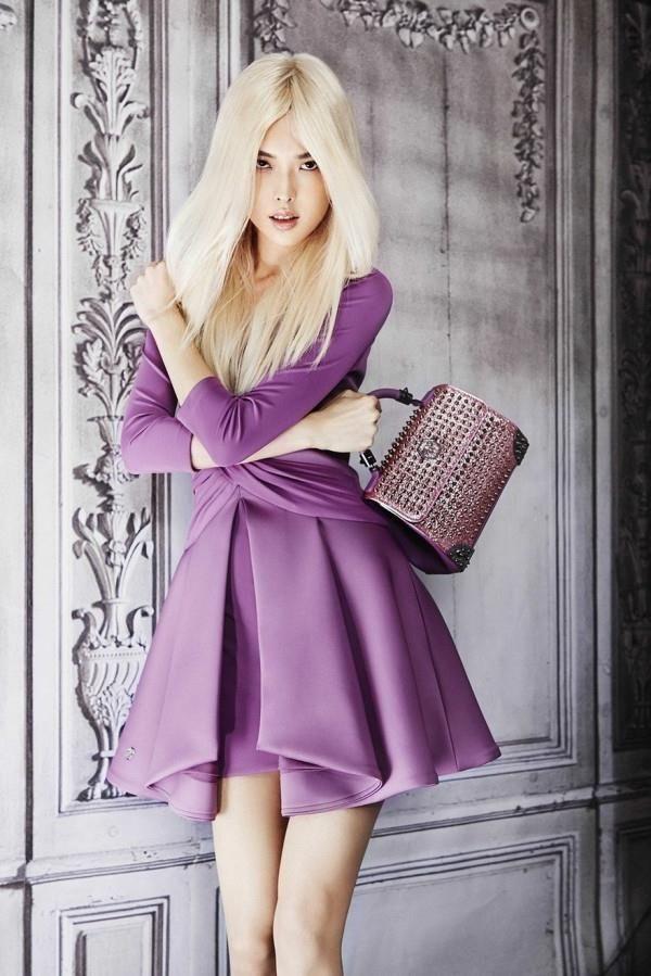 Как выбрать и с чем носить фиолетовое платье: фото