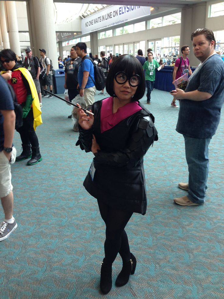 Edna Mode from the Incredibles. #Costumes #Cosplay #Pixar #EdnaMode #Incredibles