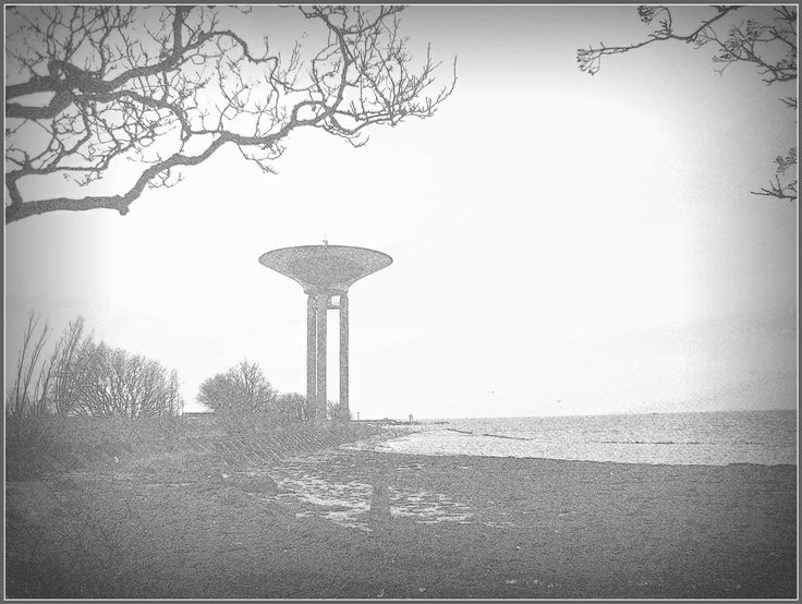 """Det """"Nya"""" vattentornet i Landskrona nere vid Halvmånen. Stormen Sven har just raserat vårt Kallbadhus som tidigare syntes här vid horisonten. Foto 20131229"""