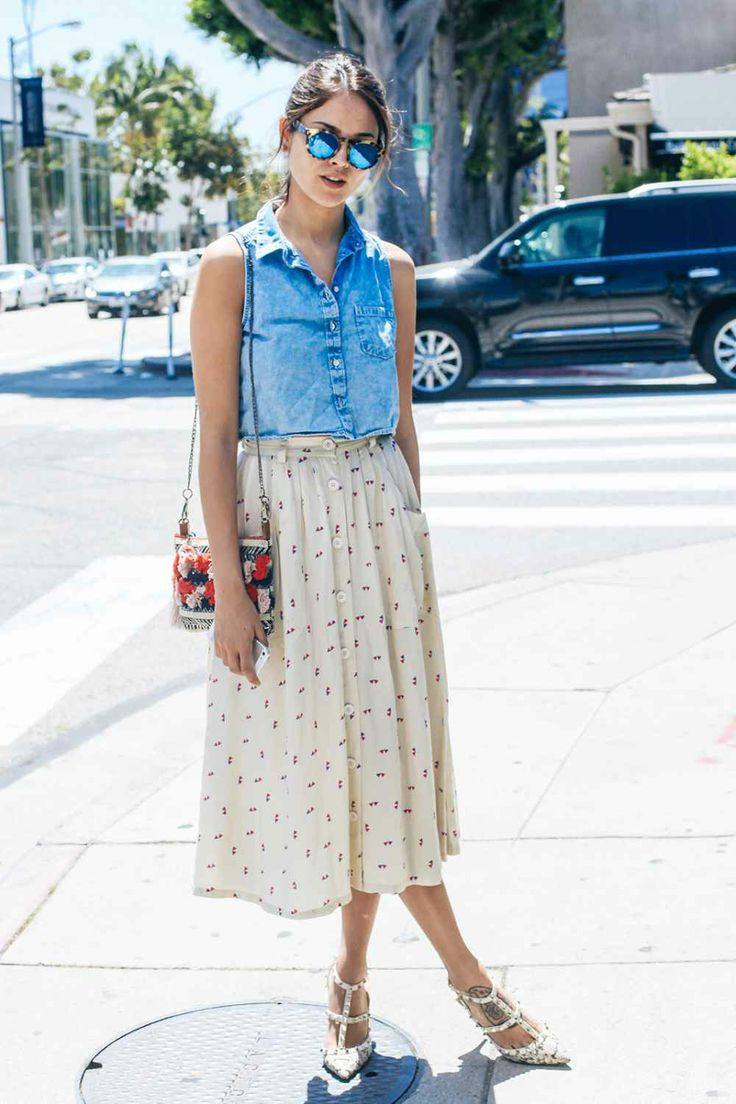 Who: Eiza Gonzalez Wearing: H&M shirt, American Apparel skirt, Valentino heels, vintage purse.
