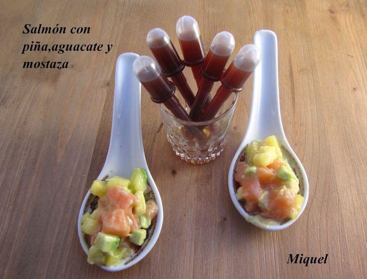 Ingredientes 12 cucharas:   150 gr de lomo de salmón fresco o congelado   50 gramos de piña natural   50 gramos de aguacate (gotas de l...
