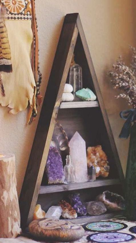 I WANT A TRIANGLE SHELVES WITH STONES