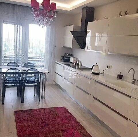 Beyaz/ siyah/ kırmızı uyumlu mutfak