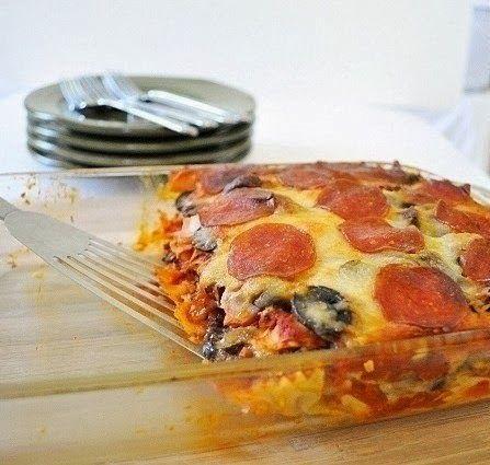Ингредиенты: - Половина пачки макарон-бабочек - 730 г соуса для спагетти (любой домашний соус подойдет) - половина большой луковицы, мелк...