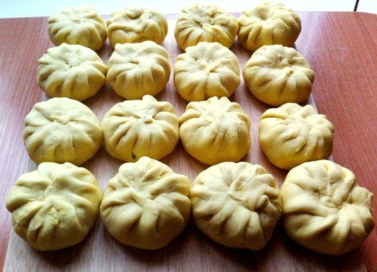 Китайские пельмени или манты - особенно популярное блюдо шанхайской кухни. Готовят с разными вариантами начинок и теста. Мой рецепт, конечно, лактовегетарианский с бездрожжевым тестом! Китайские манты легко лепятся, замечательно хранятся в морозильнике и быстро готовятся в пароварке, так что можно наготовить впрок:) ПОДРОБНЫЙ РЕЦЕПТ В МОЁМ БЛОГЕ »»»» http://on-lightkitchen.blogspot.ru/2015/02/blog-post_5.html