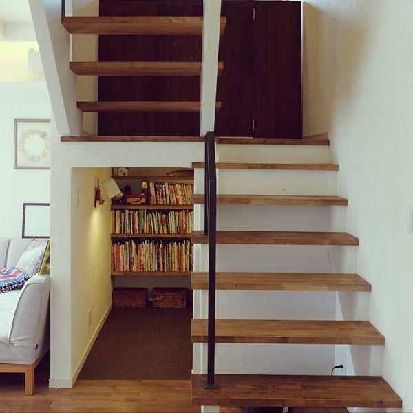 デッドスペースを解消!階段下スペースを有効利用するアイディア集 | folk