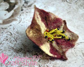 Broszka / kwiat filcowany na mokro