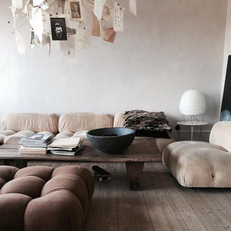 Love the walls upstairs in my home #kalklitir#marie primo #mariobellini #70.ths all over #livingroom#hamngatan#moinredning #marieolssonnylander @wilnyl Soon we are finish:) Art by @helenesdatter @olssonjensen