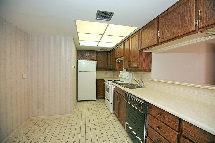 5444 Yonge St North York Toronto condo For Sale Unit 705 Kitchen Victoria Boscariol Chestnut Park Real Estate