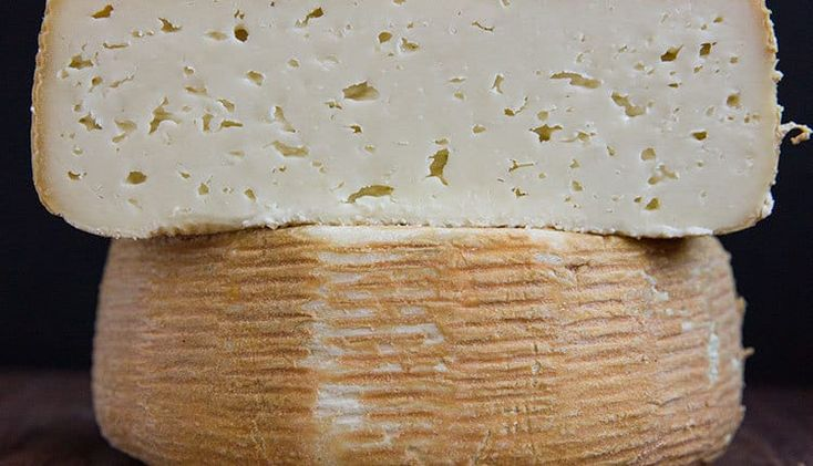 Stinky but approachable, Dream Weaver is the first washed rind cheese from @centralcoastcreamery. The pudgy three-pound wheel boasts warm yeasty notes and a creamy texture that melts in the mouth with a soft note of bergamot. Tease out that funky complexity with a dollop of smoked tomato jam or sweeten it up with plum preserves.