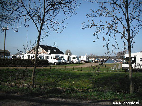 Camperplaats  Kuikhorne gelegen op het terrein van jachthaven 't Eibernest. Zwaagwesteinde Friesland. Mooie verzorgde cp. http://www.camperparkkuikhorne.nl/