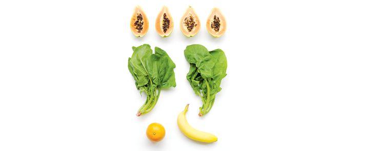 Papaja-Spinaziesmoothie (zoet) Ingrediënten  – 1 sinaasappel – 2 handjes spinazie – 2 rijpe papaja's zonder pitjes – 1 banaan  Het effect  – Versterkt het immuunsysteem – Weldadig voor de huid – Zuivert