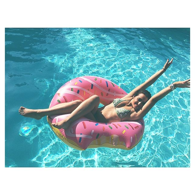 #girl #me #donut #summer #pool #fun #ideas #toy #motivation #workhard #love