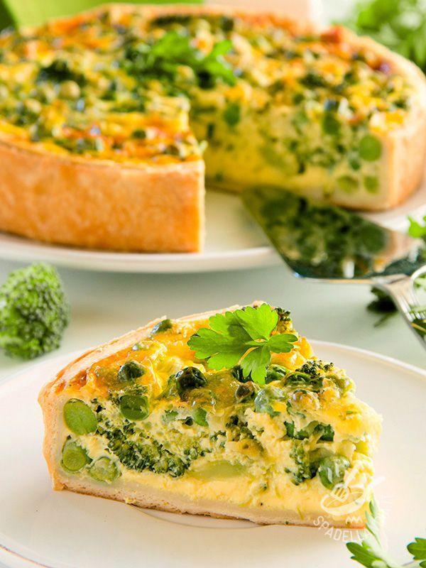 La Torta salata di broccoli e besciamella vegan: preparata senza ingredienti di origine animale, ha farcitura cremosa su una base croccante!