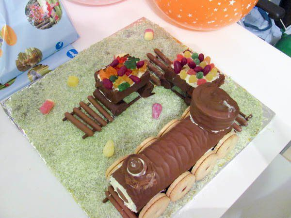 Super Easy No Bake Train Cake For Kids Parties - In The Playroom
