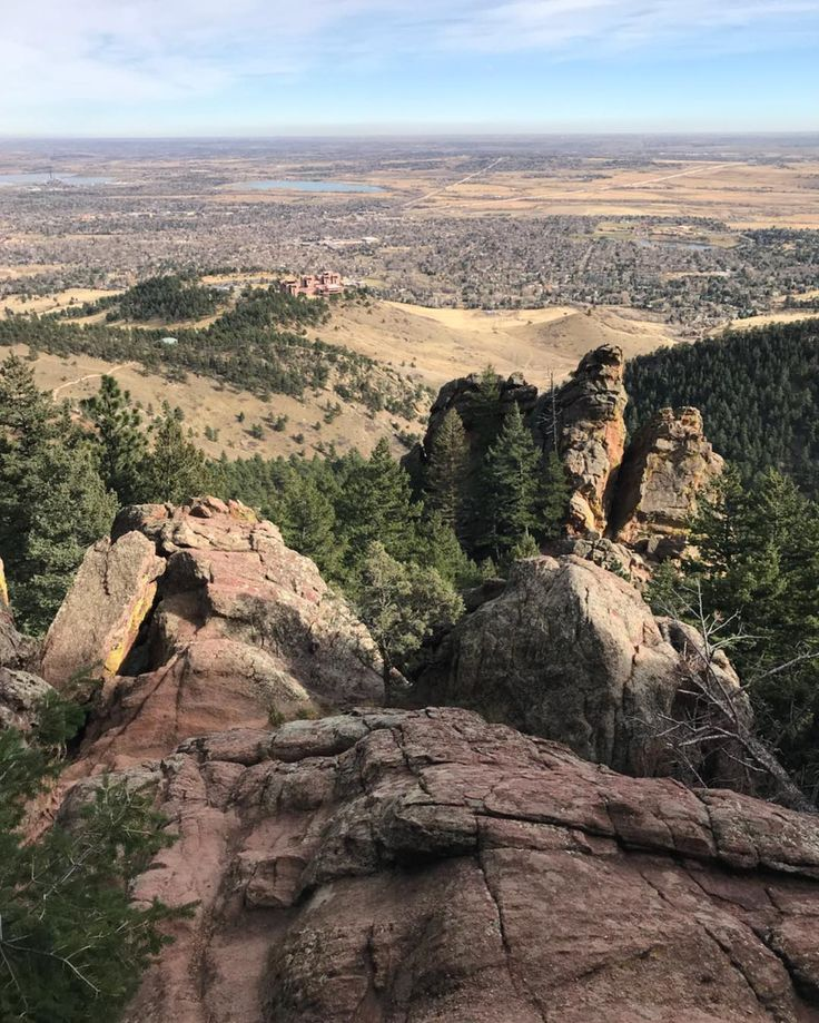 The view from Mallory Cave this morning. . . . . . #hikinginboulder #boulderhikes #hikingday #hikingincolorado #mallorycave #mallorycavetrail #boulderco #bouldercolorado #boulderhike