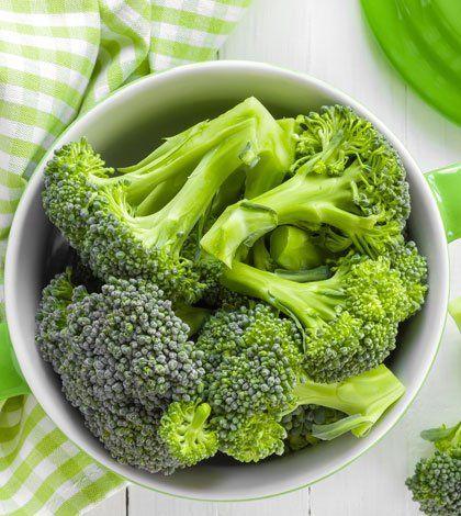 Dit is een van mijn favoriete koolhydraatarme recepten. Binnen 15 minuten zet jij dit heerlijke broccoli kip wokgerecht op tafel. Eet smakelijk!