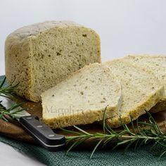 Il pane al rosmarino con lievito madre nella macchina del pane è semplicissimo da preparare ma gustosissimo e molto digeribile.