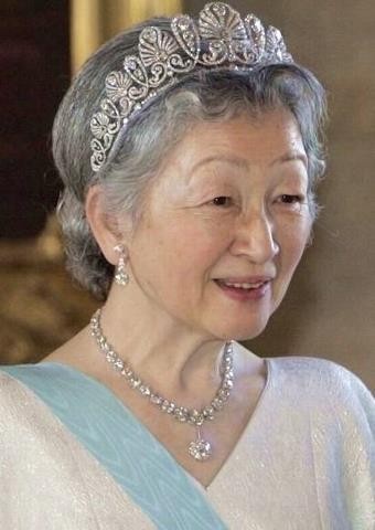 La emperatriz Michiko con la Tiara Imperial de las Palmetas, Japón.
