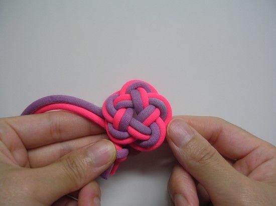 다섯잎 가락지도 손가락에 감는 방법과 펼쳐 만드는 방법으로 소개합니다. 손가락에 감는 방법