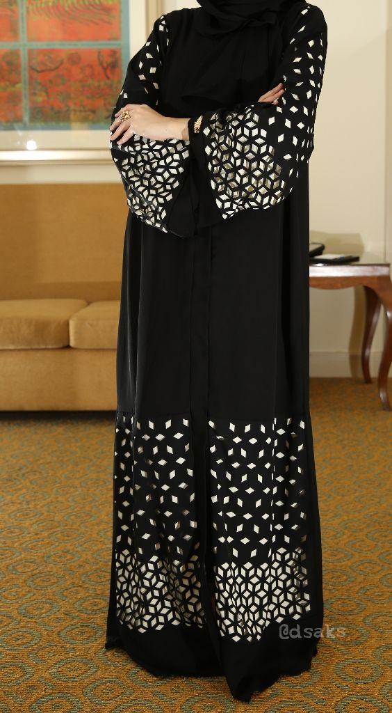 DSaks wearing hessa Fellahi abaya