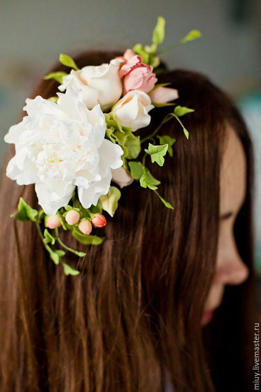 Свадебные украшения ручной работы. Свадебный обруч с пионом,обвитый жемчугом и…