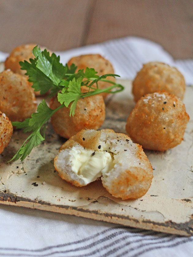 すりおろして揚げたれんこんのモチモチの食感は、やみつきになること請け合い!|『ELLE a table』はおしゃれで簡単なレシピが満載!