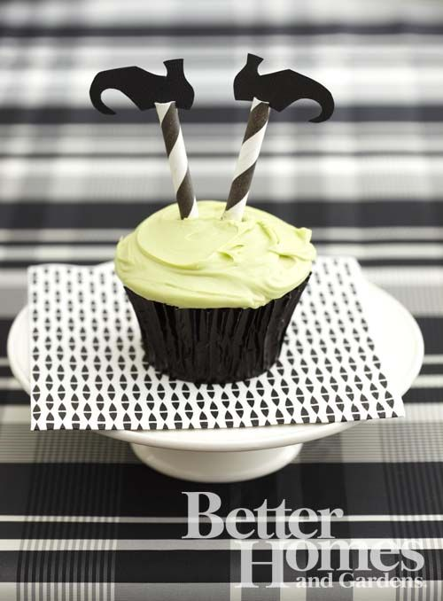 adorable Halloween witch cupcakes {striped straws as legs!}: Idea, Witch Cupcakes, Halloween Witch, Halloween Food, Halloween Cupcake, Witch Leg, Halloween Party