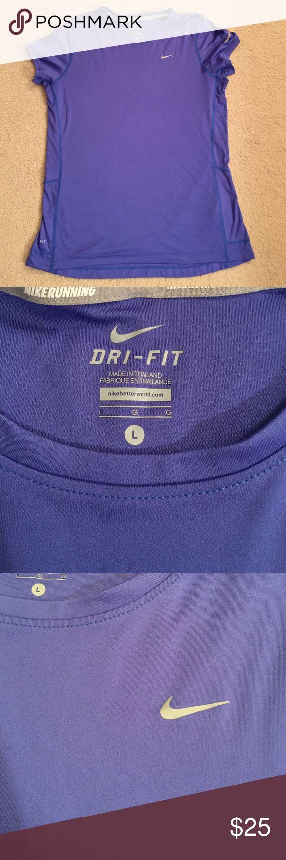 Nike Dri-fit T-shirt Royal blue Nike Dri-fit shirt sleeve t-shirt in perfect condition! Nike Tops Tees - Short Sleeve